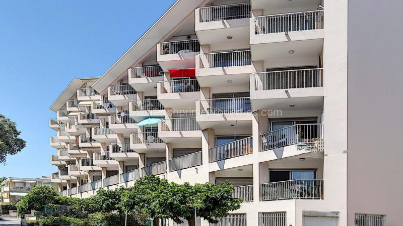 2 Bedrooms - Apartment - Alpes-Maritimes - For Sal, 06600 Antibes, France