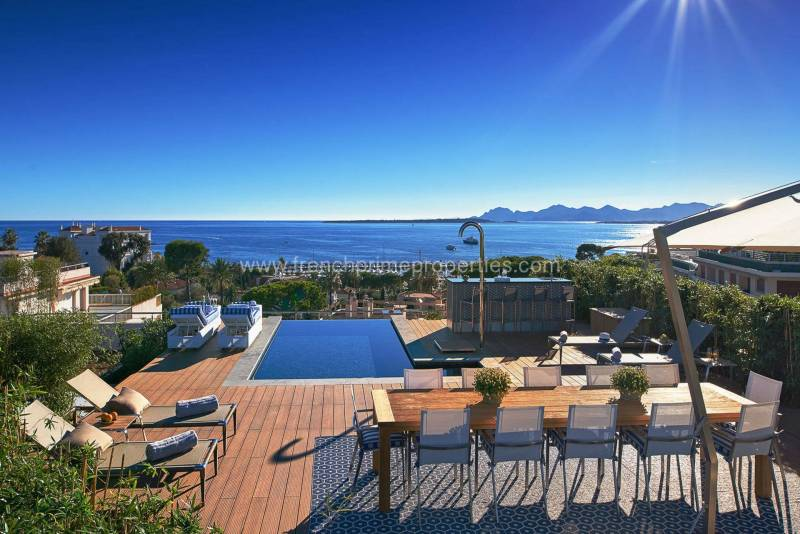 3 Bedrooms - Apartment - Alpes-Maritimes - For Sal, 06600 Cap D'antibes, France