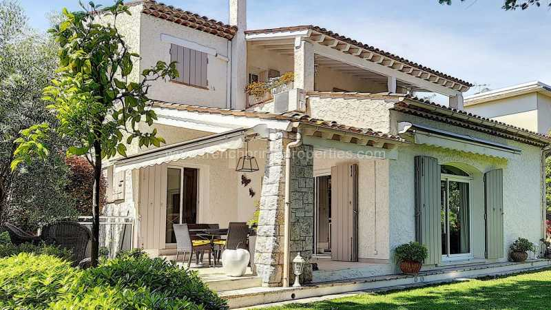 3 Bedrooms - Villa - Alpes-Maritimes - For Sale /, 06160 Antibes, France