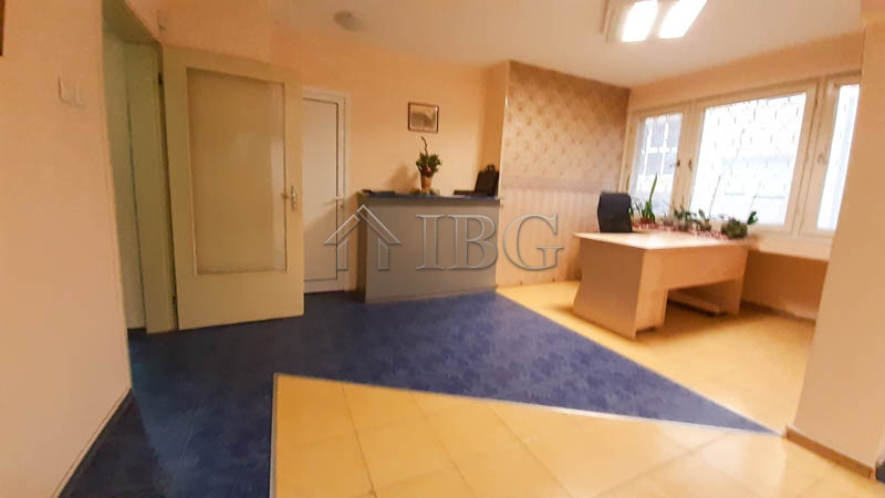Large offIce wIth 2 terraces FOR RENT next Svoboda,  Ruse, Bugarska