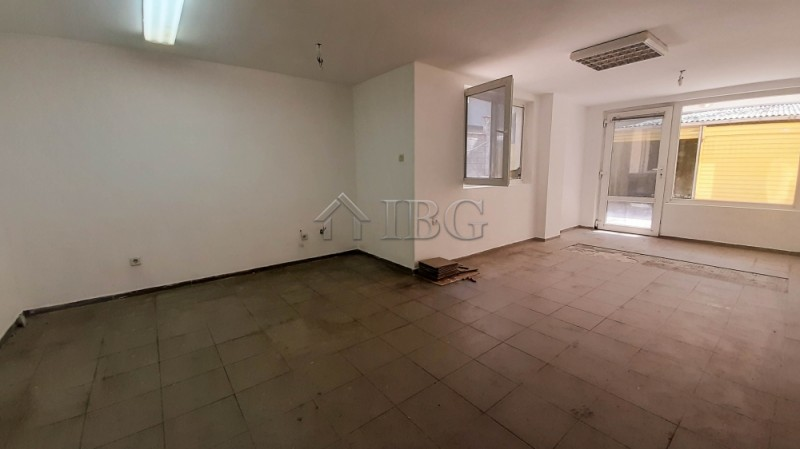 TOP OFFER! Large premIse for rent In the TOP cente,  Ruse, Bulgária