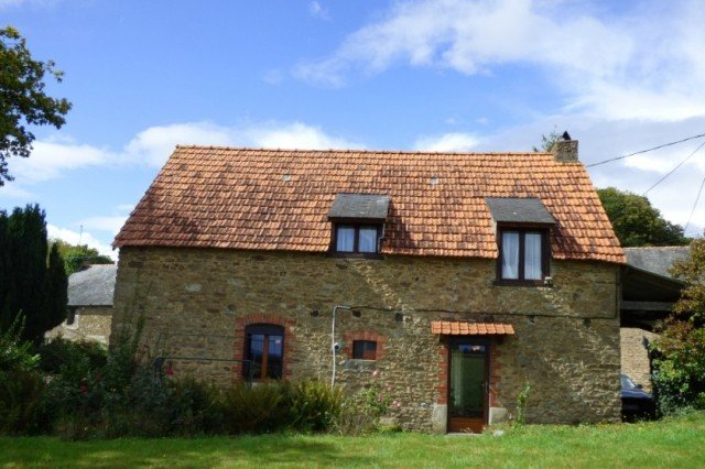 Charming detached cottage in a quiet setting, 84,5, 56490 Meneac, France